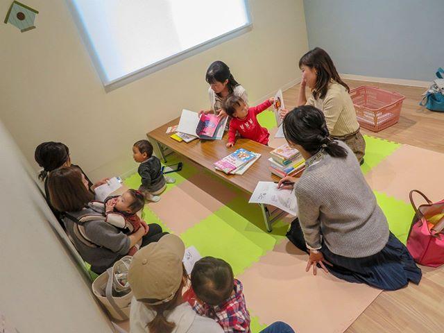 3児のママアロマセラピスト♡EMI♡さんと4児ママ保健師もーちゃんさんによるコラボイベント♬『アロマトリートメントオイルを作ろう&親から子への性の話』が学習室にて開催されました。日頃なかなか聞けない『小さいころからの家庭できる性の話』を聞く事ができる貴重な機会です。ぜひまた #コミュセン舞多聞 にて開催して頂ければうれしいです!https://commucen.com/#神戸市 #垂水区 #舞多聞 #レンタルスペース