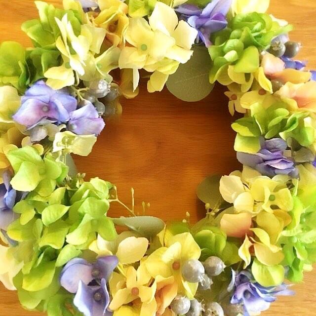こんにちはコミュセンです今日は、4/21(日)開催、にじいろすみれ様のリース作りワークショップのご案内です・。*⑅୨୧┈┈┈┈┈┈┈┈┈୨୧⑅*。・紫陽花というとどんな色を思い浮かべますか?ピンク、青、白、紫、、、季節になるとあちらこちらで紫陽花を見かけます。私達の身近な花のうちの1つですね。そんな人気の#紫陽花 の#アーティフィシャルフラワー を使ってリースを作りましょう。とても色合いが美しく、リアルな紫陽花です。お好みのお色を事前に教えていただき、お気に入りの色でリースをお作りいただけます。アーティフィシャルフラワーなのでお部屋はもちろん、玄関ドアにも飾っていただけます。4月21日(日)10時〜1時間半程度持ち物.ハサミ、持ち帰り用紙袋料金.3300円ご予約.nijiirosumire.1@gmail.comにメールでご予約いただくかInstagramの@nijiirosumire にDMでご連絡下さい。お問い合わせもお気軽にどうぞ。ご希望があればアーティフィシャルのアジサイのお色みていただけます。#にじいろすみれ 山口了子日本フラワーデザイナー協会講師また、母の日のプレゼントを考えていらっしゃる方。今年は手作りしてみたい方もどうぞご相談下さい。୨୧┈┈┈┈┈┈┈┈┈┈┈┈୨୧・可愛らしいお花のある生活…徐々に新緑の季節へと移ろう気持ちのいいこの時期に、素敵な#フラワーアレンジメント のワークショップを開催して下さいますご興味のある方はぜひお問い合わせ下さいね・・‧✧̣̥̇‧✦‧✧̣̥̇‧✦‧✧̣̥̇‧✦‧✧̣̥̇‧✦‧✧̣̥̇‧✧̣̥̇͡° ͜ ʖ ͡° ) what?コミュセン過去の投稿→@commucen‧✧̣̥̇‧✦‧✧̣̥̇‧✦‧✧̣̥̇‧✦‧✧̣̥̇‧✦‧✧̣̥̇‧✧̣̥̇・#コミュセン舞多聞 は#神戸市 #垂水区 の#舞多聞100年の杜 に地域の#コミュニティセンター としてOPENしました。#おしゃれ な街 #神戸 の新しいベッドタウン #舞多聞。#明石海峡 を臨む 木の温もり が心地いい #レンタルスペース です。・様々な イベント や 習い事 など様々な用途に、気軽に使って下さいね♬︎皆様の#ライフスタイル がより彩りある豊かなものになりますように⋆。˚✩ 。・☆例えばこんな使い方…#料理教室 #ダンス #ヨガ #ストレッチ #面接 #セミナー #会議 #ハンドメイド #パーティ #コーラス #楽器の練習 #フリーマーケット などなどその他、皆様の新しい#コミュセン の使い方、大募集です!・2月からは、#託児ルーム #もりのおうち in コミュセン も併設しています。「ちょっと習い事の間だけ…」「お買い物や美容院、病院に行きたい」「保育園や幼稚園へいく練習に」など、お気軽にご利用下さいね♪。.:*・♬*.*・゚お問い合わせはこちら.゚・*.【TEL】078-785-6613(コミュセン・託児所共用)【MAIL】Info@commucen.com(コミュセン)info@morinouchi.com(もりのおうち)