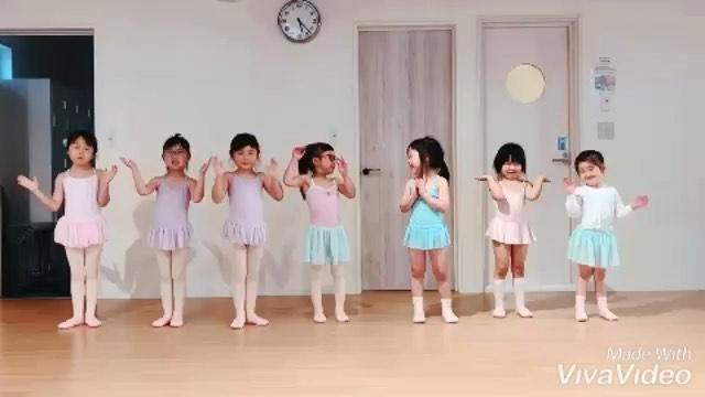 こんにちはコミュセンです♀️・・#可愛らしい #バレリーナ たち🧚♂️🧚♂️🧚♂️@twinkle.a.ballet さんから素敵な動画頂きましたみんなそれぞれ同じ動きだけど個性があって、可愛らしい🥰何度も見てしまいます・・2枚目の動画、どんな疲れも吹き飛ぶ#爆笑動画 でした🤣🤣🤣こんな#元気をくれる 皆さんに出会えるTwinkle.A.Balletさんは、月3回、火曜日16:30~17:30にダンススタジオにてレッスンされてます・・気になる方はこちら@twinkle.a.ballet もしくは、https://twinkle-a-ballet.jimdo.com(ホームページ)・・#初めての習い事 #子どものバレエ #バレエレッスン ・‧✧̣̥̇‧✦‧✧̣̥̇‧✦‧✧̣̥̇‧✦‧✧̣̥̇‧✦‧✧̣̥̇‧✧̣̥̇͡° ͜ ʖ ͡° ) what?コミュセン過去の投稿→@commucen‧✧̣̥̇‧✦‧✧̣̥̇‧✦‧✧̣̥̇‧✦‧✧̣̥̇‧✦‧✧̣̥̇‧✧̣̥̇・#コミュセン舞多聞 は#神戸市 #垂水区 の#舞多聞100年の杜 に地域の#コミュニティセンター としてOPENしました。#おしゃれ な街 #神戸 の新しいベッドタウン #舞多聞。明石海峡 を臨む 木の温もり が心地いい #レンタルスペース です。・様々な イベント や 習い事 など様々な用途に、気軽に使って下さいね♬︎皆様のライフスタイル がより彩りある豊かなものになりますように⋆。˚✩ 。・☆例えばこんな使い方…#ダンス #リトミック #ヨガ #セミナー #ハンドメイド #パーティ #コーラス #楽器練習 #フリーマーケット などなどその他、皆様の新しい#コミュセン の使い方、大募集です!・2月からは、#託児ルーム #もりのおうち in コミュセン も併設しています。「ちょっと習い事の間だけ…」「お買い物や美容院、病院に行きたい」「保育園や幼稚園へいく練習に」など、お気軽にご利用下さいね♪。.:*・♬*.*・゚お問い合わせはこちら.゚・*.【TEL】078-785-6613(コミュセン・託児所共用)【MAIL】Info@commucen.com(コミュセン)info@morinouchi.com(もりのおうち)・・#神戸ママ #垂水ママ